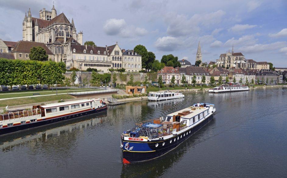 l-art-de-vivre-cruising-past-auxerre-cathedral-3-