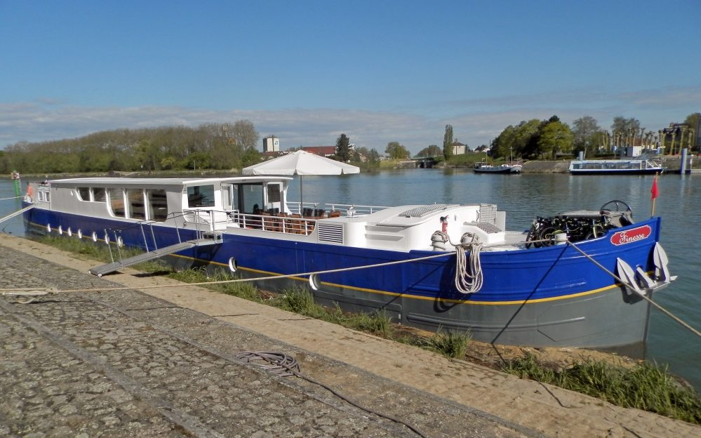 finesse-moored