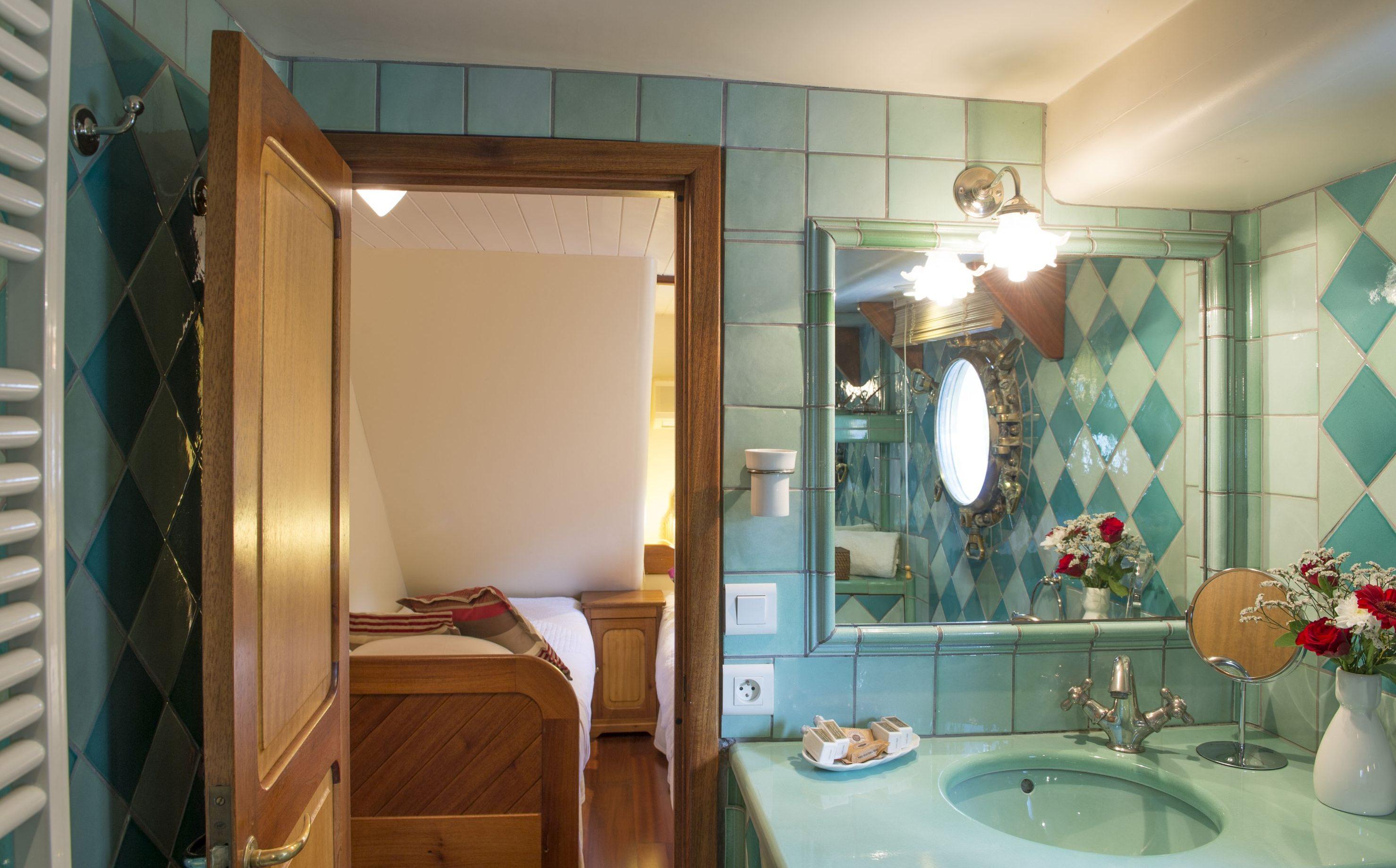 tango_cezanne_bathroom